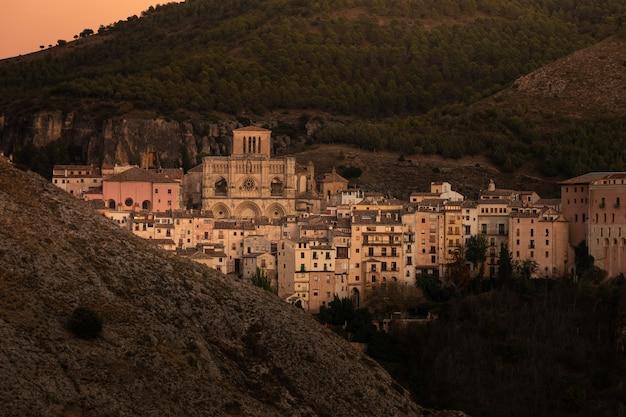 スペインのカスティーリャラマンチャ地域のクエンカの首都からの眺め。