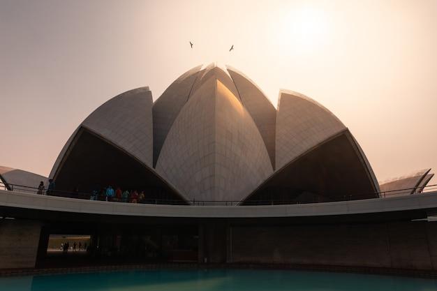 インド、ニューデリーのバハイ宗教のロータス寺院。
