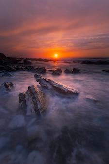 ビスク、バスクの国のビーチの夕日。