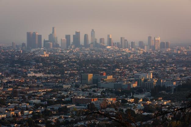 アメリカ合衆国カリフォルニア州グリフィス天文台からのロサンゼルスのダウンタウンの眺め。