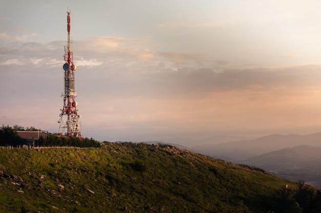 マウント上部の通信アンテナ