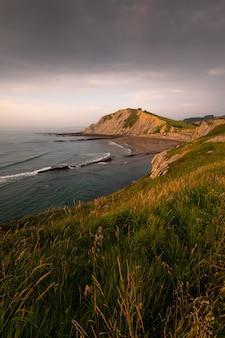 有名なフリッシュ海岸、バスク国のあるズマイアのイツルンビーチ。