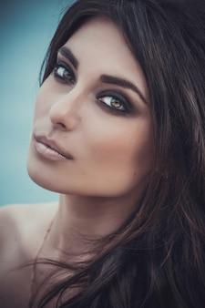 Макрофотография портрет красивой молодой женщины