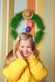 かわいい女の子、イースター装飾の肖像画
