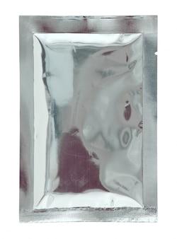 白い背景にアルミホイルの袋のパッケージ