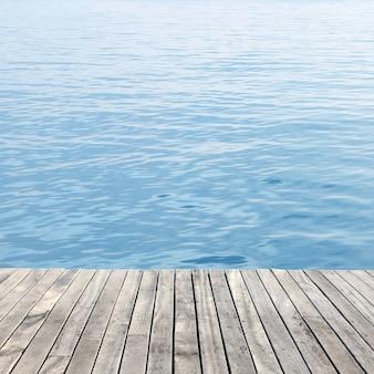 木製の床と海