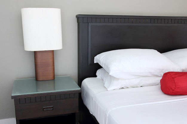 寝室のテーブルランプ