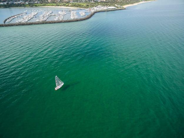 サンドリンガムマリーナ近くのヨットの空撮。