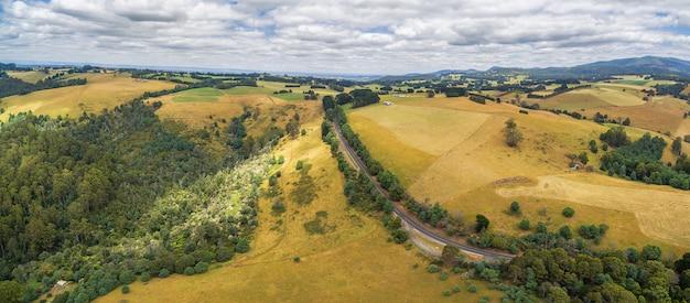 オーストラリアの田舎の空中パノラマ風景
