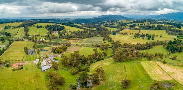 オーストラリアのビクトリア州の美しい田園地帯。空中パノラマ