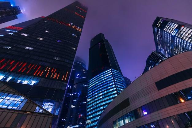 Московский международный деловой центр москва-сити в темную ночь