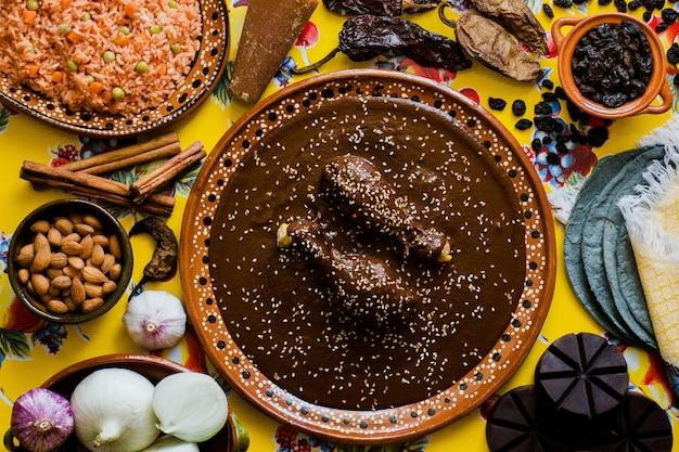 ほくろメキシコ人、ポブラノほくろ成分、メキシコの伝統的なメキシコのスパイシーな料理