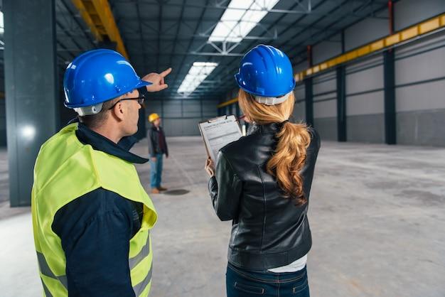 作業現場の建設現場検査官