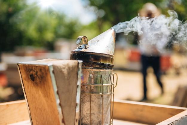 養蜂家の喫煙ポット