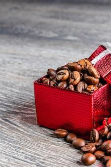 Кофе в зернах в подарочной коробке