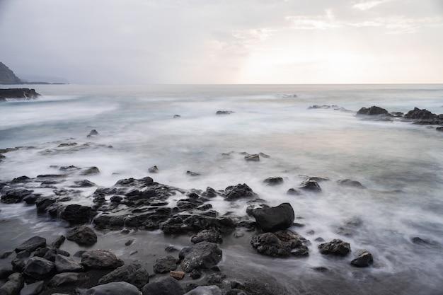 Меса-дель-мар вулканического побережья, такоронте, тенерифе, канарские острова, испания