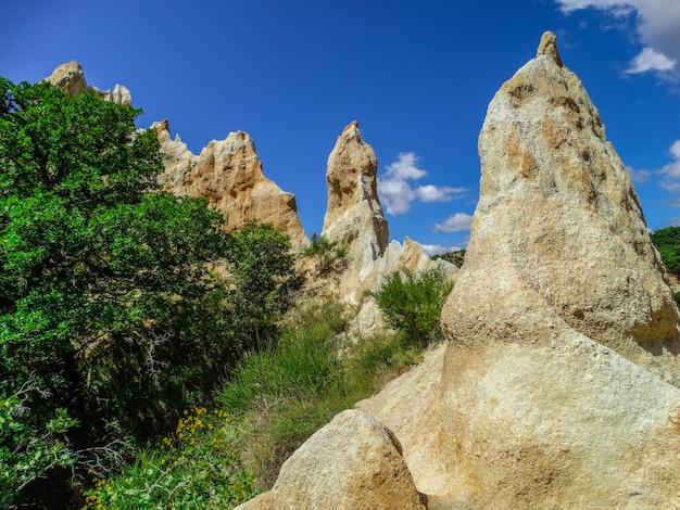 石灰岩の煙突、イルシュルテ、ラングドックルシヨン、フランス