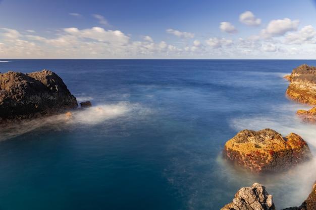 Вулканические породы в атлантическом океане