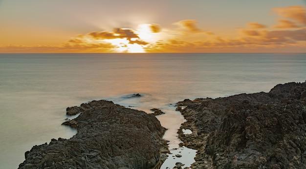 大西洋の地平線、ロハス、エルサウサル、テネリフェ島、カナリア諸島に沈む夕日、