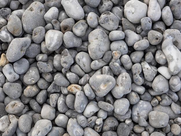 海で自然に磨かれた小さな岩の小石の底。