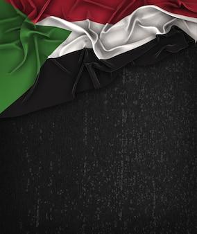 スーダンの旗ヴィンテージグランジの黒の黒板にテキストのスペース