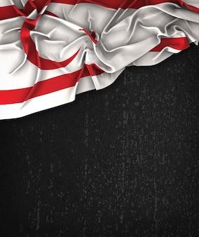 ノーザンキプロス旗ヴィンテージグランジの黒の黒板にテキストのスペース