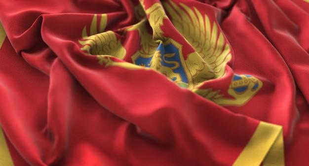 モンテネグロの旗が美しく揺れるマクロ接写