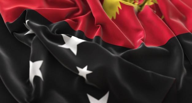 パプアニューギニアの旗が美しく波打ち際に浮上マクロ接写