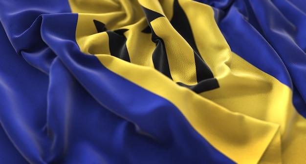 バルバドスの旗が美しく波打ち際に浮かび上がっているマクロのクローズアップショット