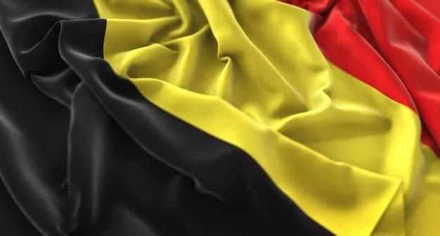 ベルギーの旗が美しく波打ち際に浮かび上がるマクロ接写