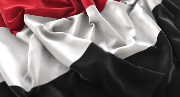 イエメンの旗が華麗に盛り上がっているマクロクローズアップショット