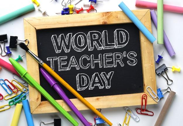 学校の文房具の間の世界教師の日
