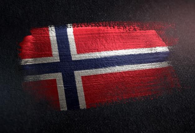 グリルダークウォールのメタリックブラシペイントで作られたノルウェーの旗