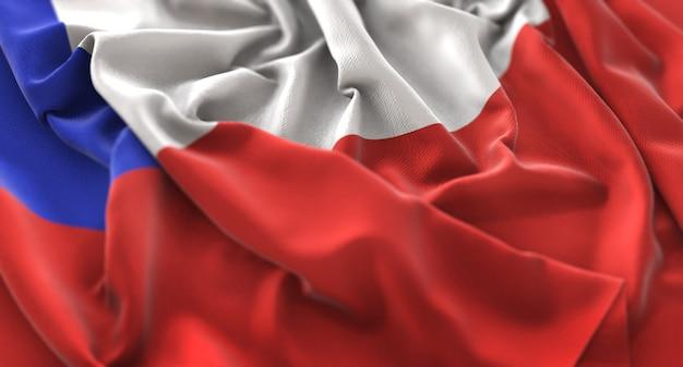チリの旗が美しく波打ち際に浮上マクロ接写