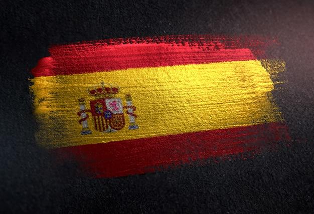 グランジダークウォールのメタリックブラシペイントで作られたスペインの旗