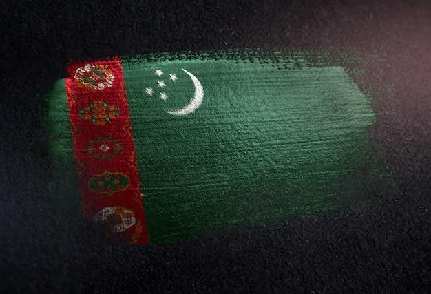 グランジダークウォールのメタリックブラシペイントで作られたトルクメニスタンの旗