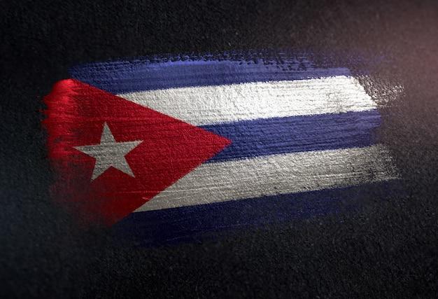 グランジダークウォールのメタリックブラシペイントで作られたキューバの国旗
