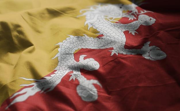 ブータンの国旗のしわくちゃのクローズアップ