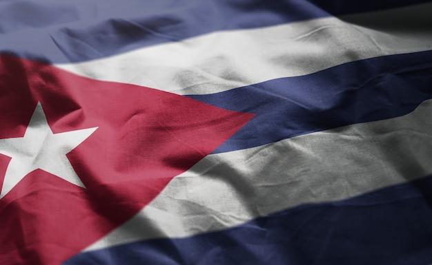 しわくちゃのキューバの国旗をクローズアップ
