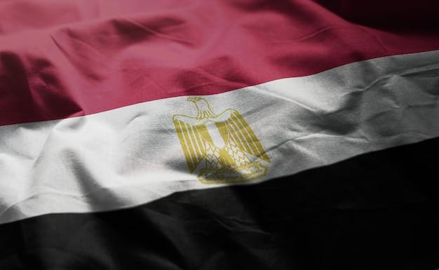 しわくちゃのエジプトの国旗のクローズアップ