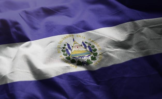 エルサルバドルの国旗のしわくちゃのクローズアップ