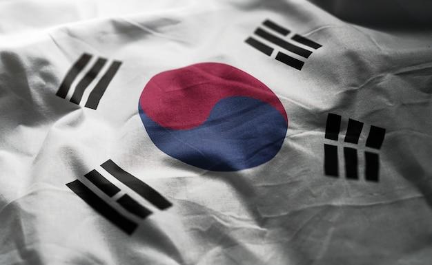 しわくちゃの韓国国旗をクローズアップ