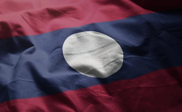 ラオスの国旗のしわくちゃのクローズアップ