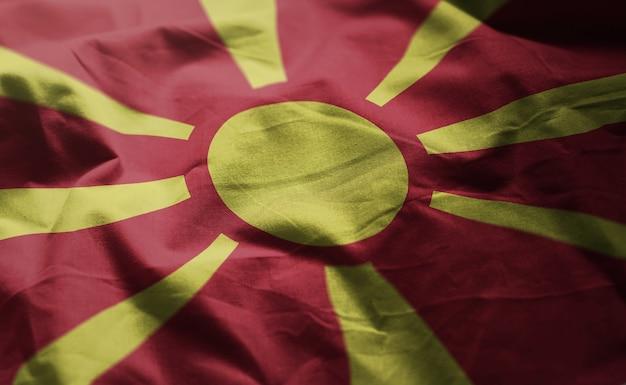 マケドニア共和国の旗しわくちゃのクローズアップ