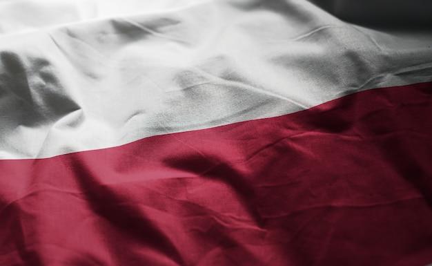 しわくちゃのポーランドの国旗をクローズアップ