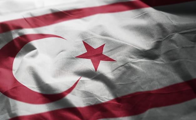 北キプロスの国旗のしわくちゃのクローズアップ