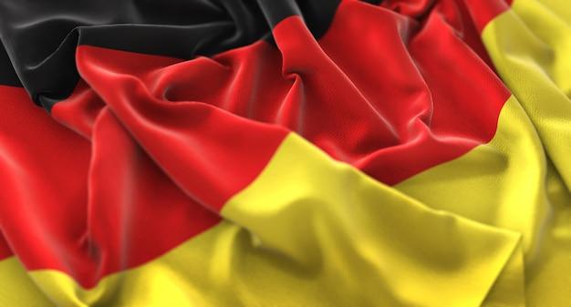 ドイツの旗が美しく波打ち際に浮上マクロ接写