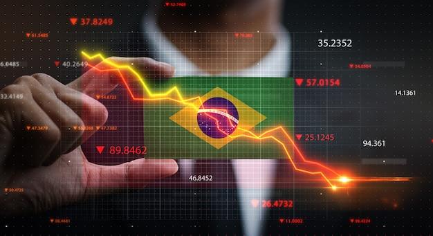 ブラジルの国旗の前で落ちるグラフ。危機の概念