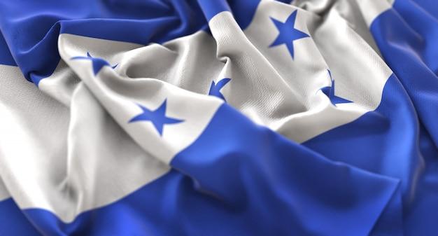 ホンジュラスの旗が美しく波打つマクロの接写