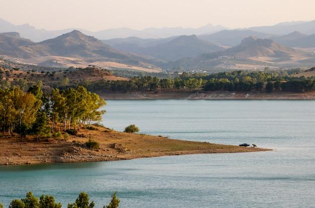 日没時のコンデデグアダルホルセ貯水池。
